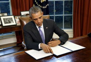 "U.S. President Barack Obama vetoes H.R. 1735 ""National Defense Authorization Act for Fiscal Year 2016"" in the Oval Office of the White House in Washington October 22, 2015. Obama officially vetoed the $612 billion defense bill on Thursday, sending the legislation back to Congress because of the way it uses money meant for war spending to avoid automatic budget cuts to military programs. REUTERS/Kevin Lamarque TPX IMAGES OF THE DAY - RTS5PM2"
