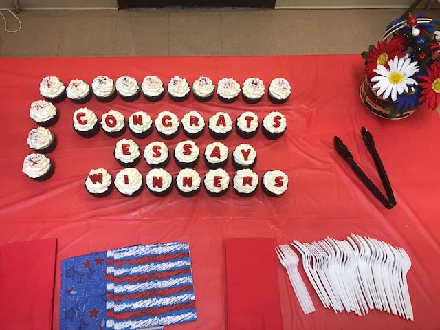 essay winner congrats cupcakes